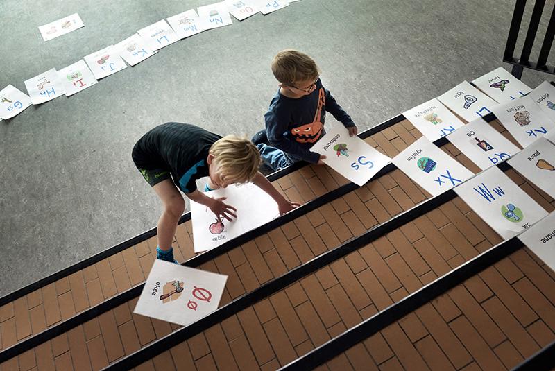 Børn tegner og skriver