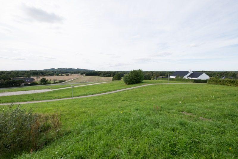 Udsigt over marker ved kommunale byggegrunde på Bakkesvinget i Norddjurs