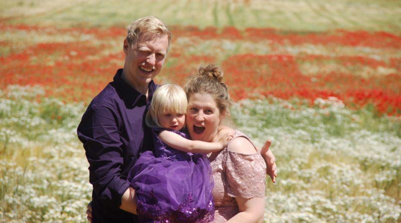 Sabina, borger i Gjerrild, og hendes mand med deres datter